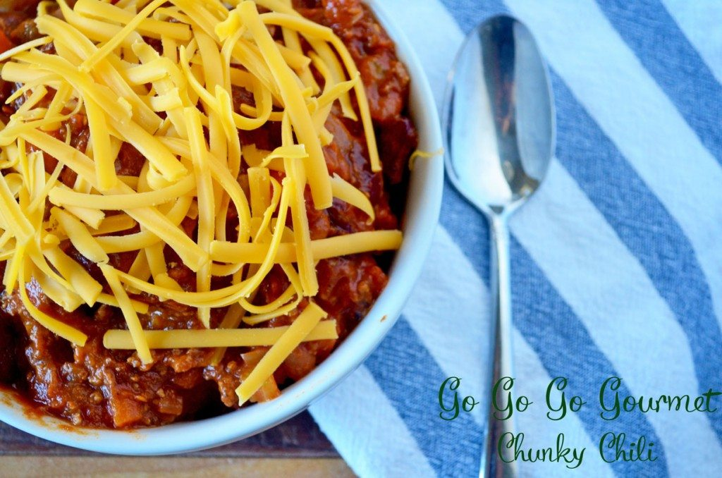 Hearty, filling, with just a little kick of spice- this Hearty Chili will warm your soul! | Go Go Go Gourmet