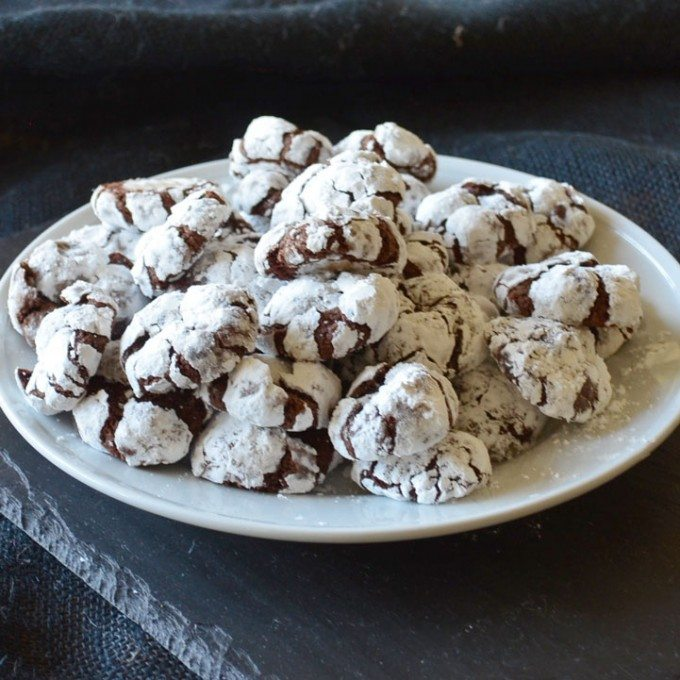 Deliciously soft and fudgy Chocolate Crinkle Cookies | Go Go Go Gourmet