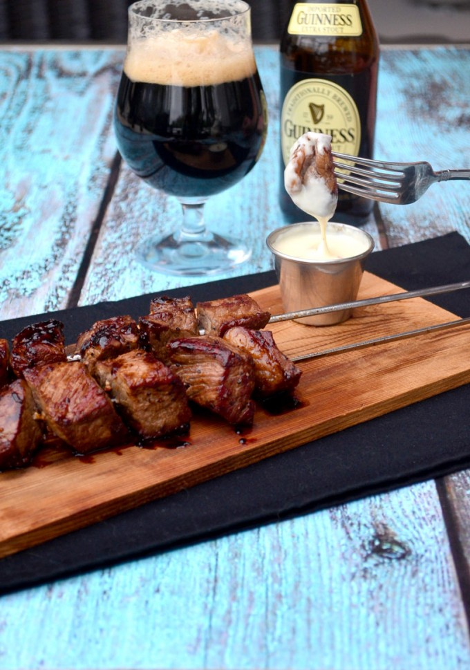 Guinness Steak Skewers with Smoked Gouda Dipping Sauce | @gogogogourmet