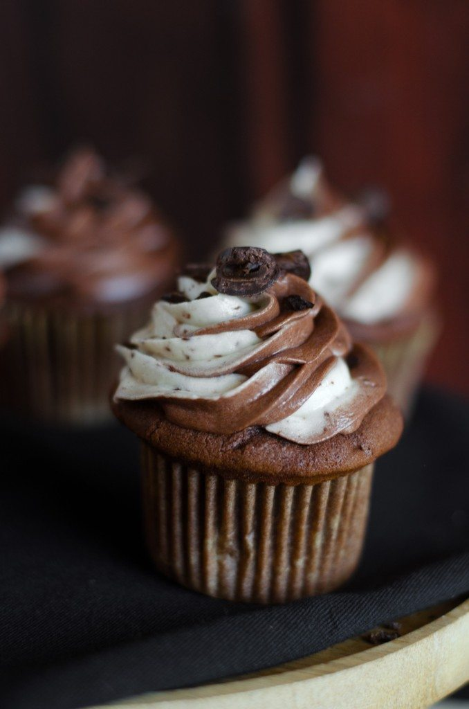 These Java Chip Cupcakes are the cake version of the popular Starbucks frappuccino. | @gogogogourmet