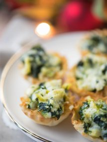 These Spinach Artichoke Dip Cup Bites are the perfect party appetizer! | @gogogogourmet