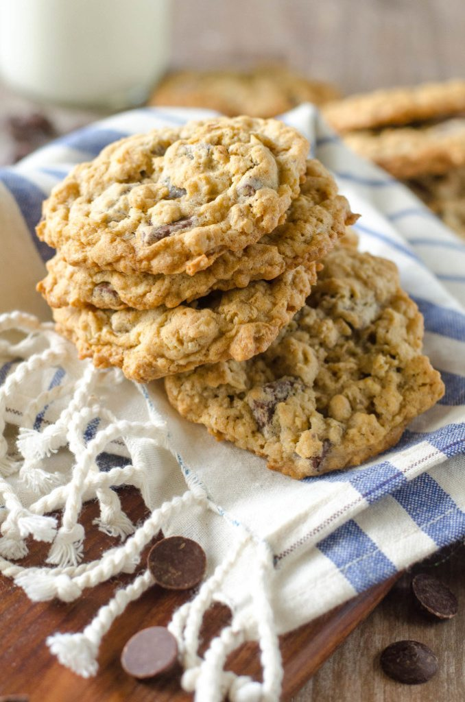 Soft and Chewy Oatmeal Chocolate Chip Cookies | Go Go Go Gourmet @gogogogourmet