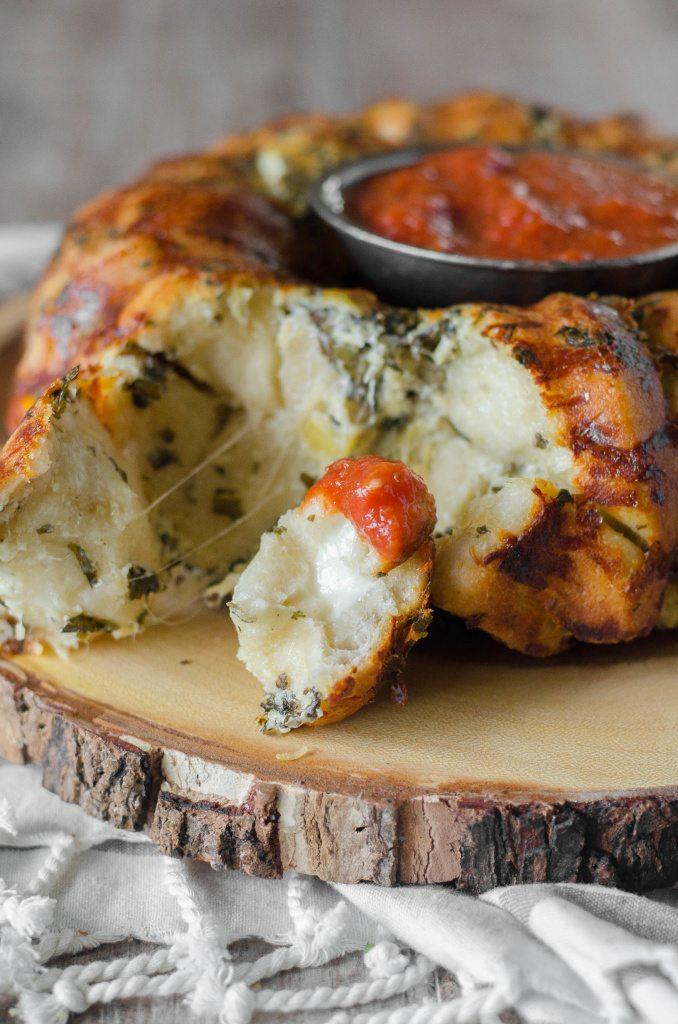 Pull Apart Cheese Stuffed Spinach Artichoke Bread- a cheesy stuffed ...