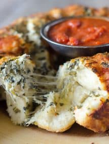 Pull Apart Cheese Stuffed Spinach Artichoke Bread- a cheesy stuffed bread appetizer that everyone is sure to love! | Go Go Go Gourmet @gogogogourmet