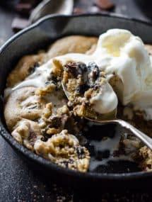 Oreo Chocolate Chip Skillet Cookie | Go Go Go Gourmet @gogogogourmet