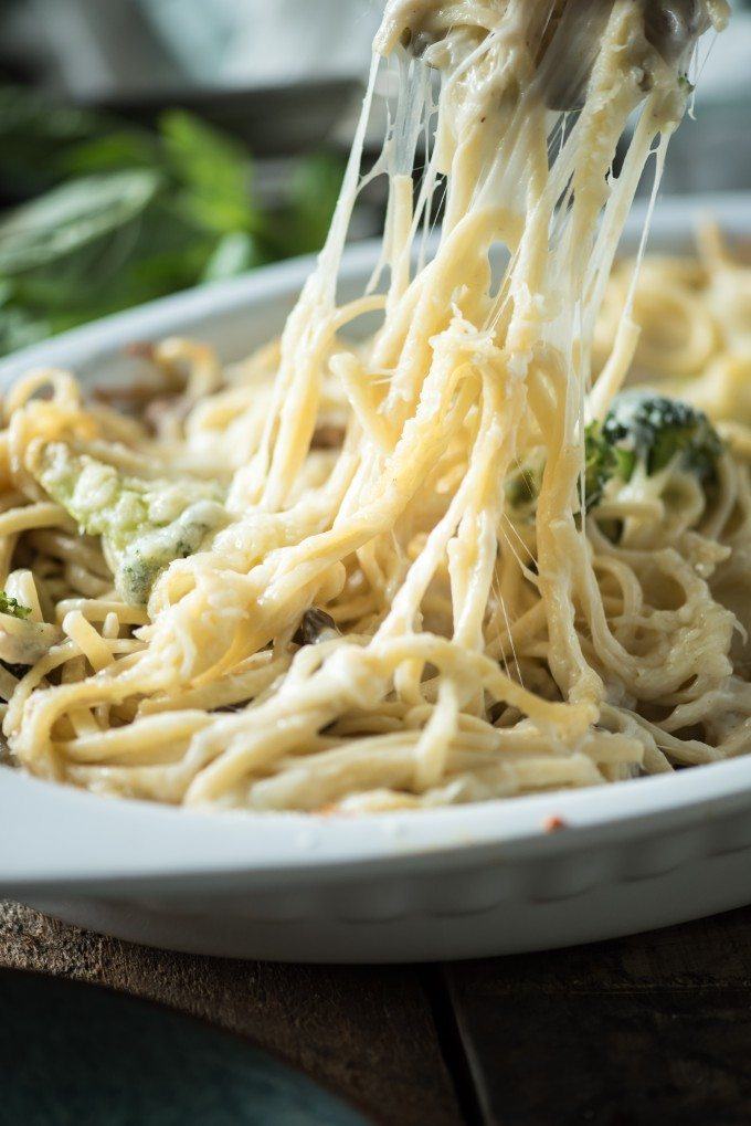 Cheesy Chicken Spaghetti- a fast and easy weeknight meal using rotisserie chicken! | @gogogogourmet