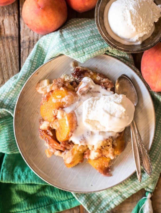 Slow Cooker Peach Cobbler Cake