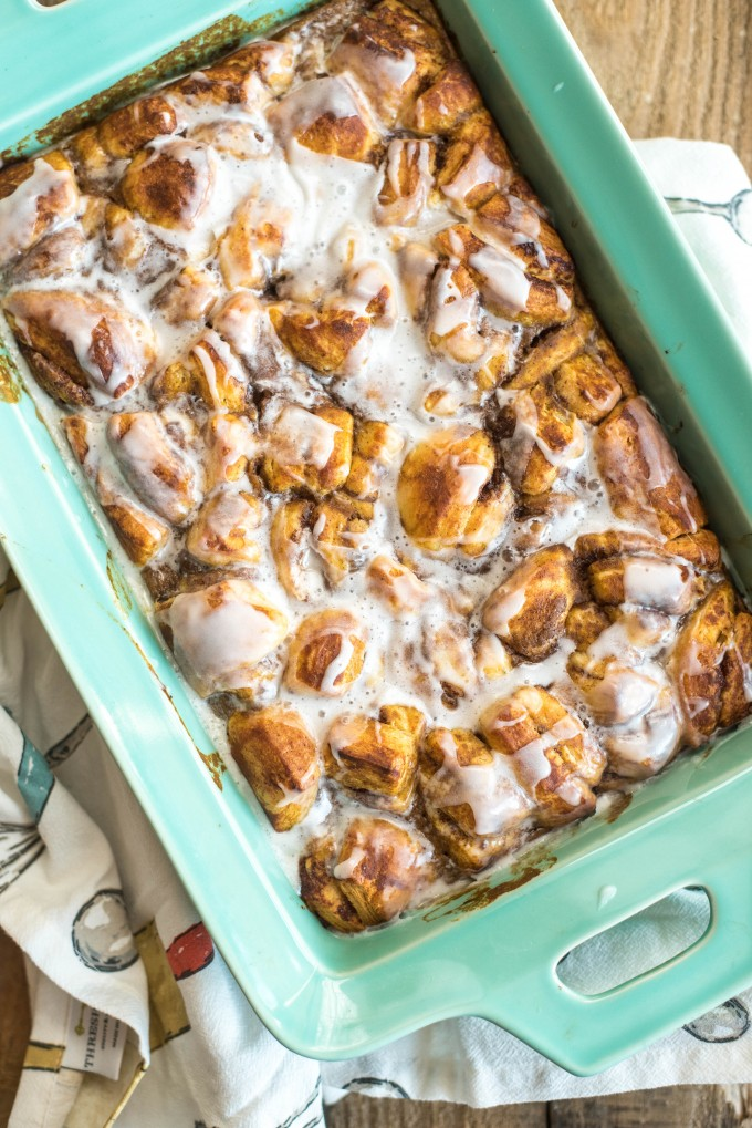 This Pumpkin Cinnamon Roll French Toast Casserole only has five ingredients and is ready in under 45 minutes. Perfect for fall mornings! | @gogogogourmet