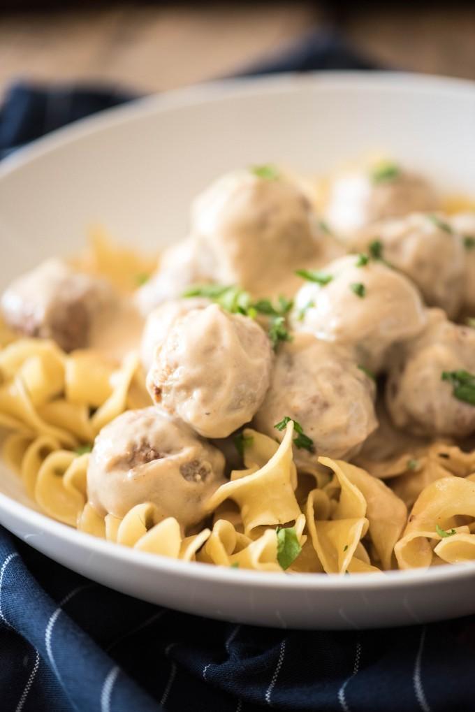 Easy Slow Cooker Swedish Meatballs | @gogogogourmet