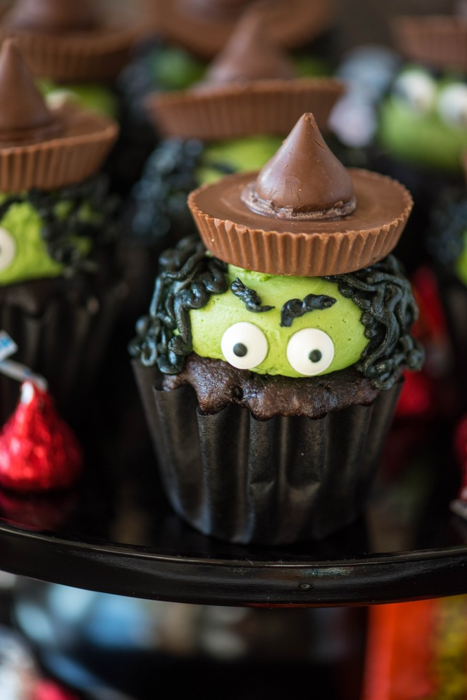 Halloween Cupcake Ideas- Melting Witch Cupcakes | @gogogogourmet