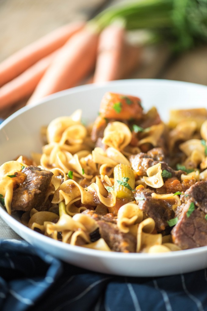 Instant Pot Beef Stew Pasta- a fabulous way to combine the flavors of warm and comforting beef stew with the heartiness of beef and noodles. | @gogogogourmet