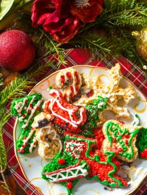 These beautiful cookie cutouts aren't really cookies at all! Rice Krispie Treat Christmas Cookie Cutouts | @gogogogourmet