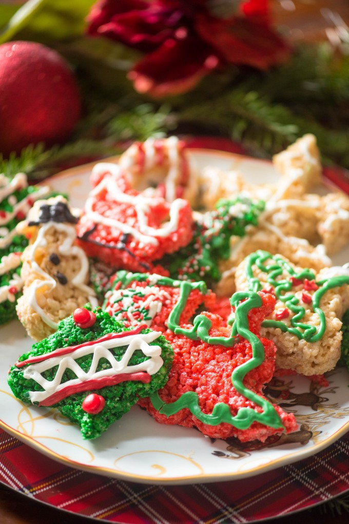 These easy Christmas cookie cutouts are a breeze! | @gogogogourmet