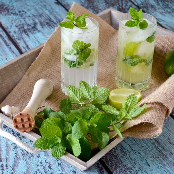Two limoncello mojitos on a tray