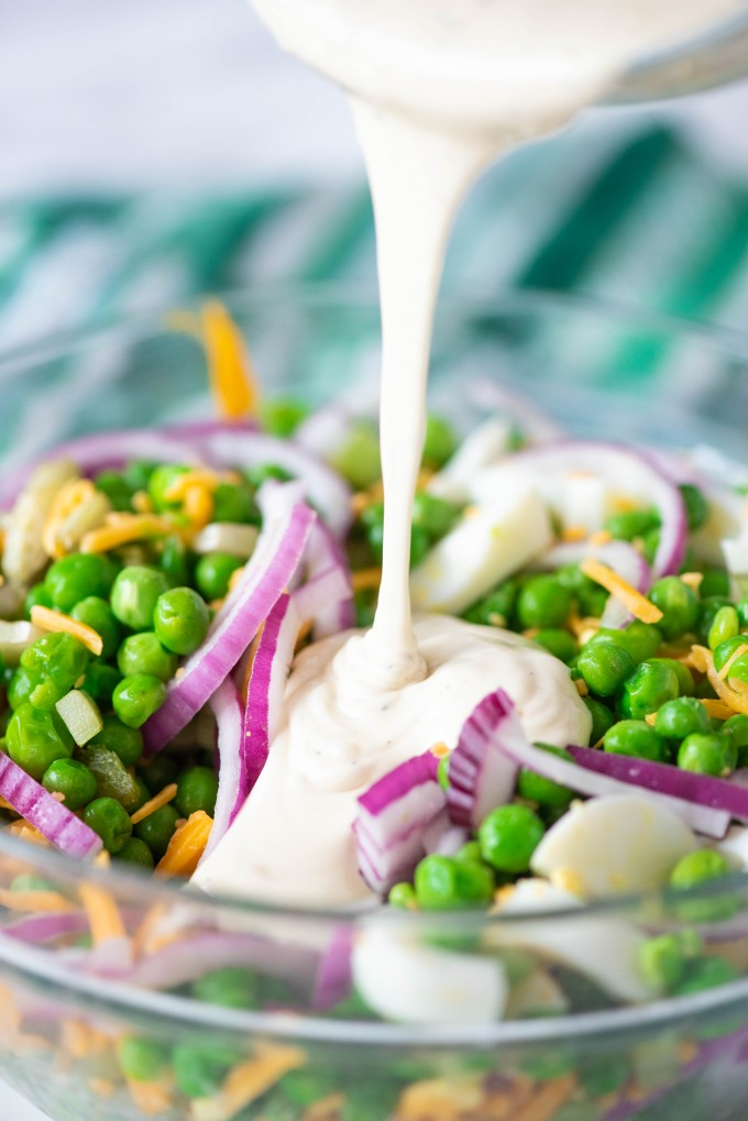 Creamy pea salad with dressing