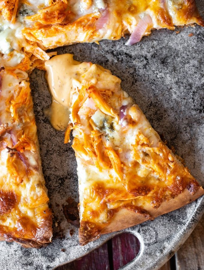 Delicious buffalo chicken pizza recipe for oven or grill