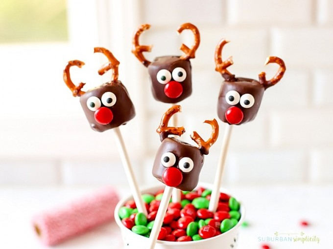 Marshmallow reindeer on sticks - christmas desserts